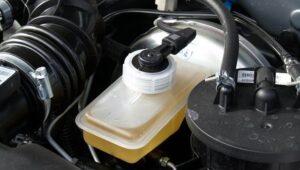 Основные правила по замене тормозной жидкости